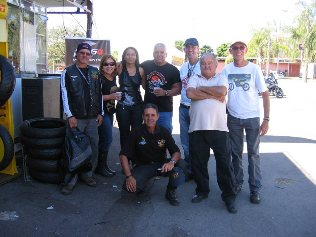 A friendly gathering: total motorcycling.