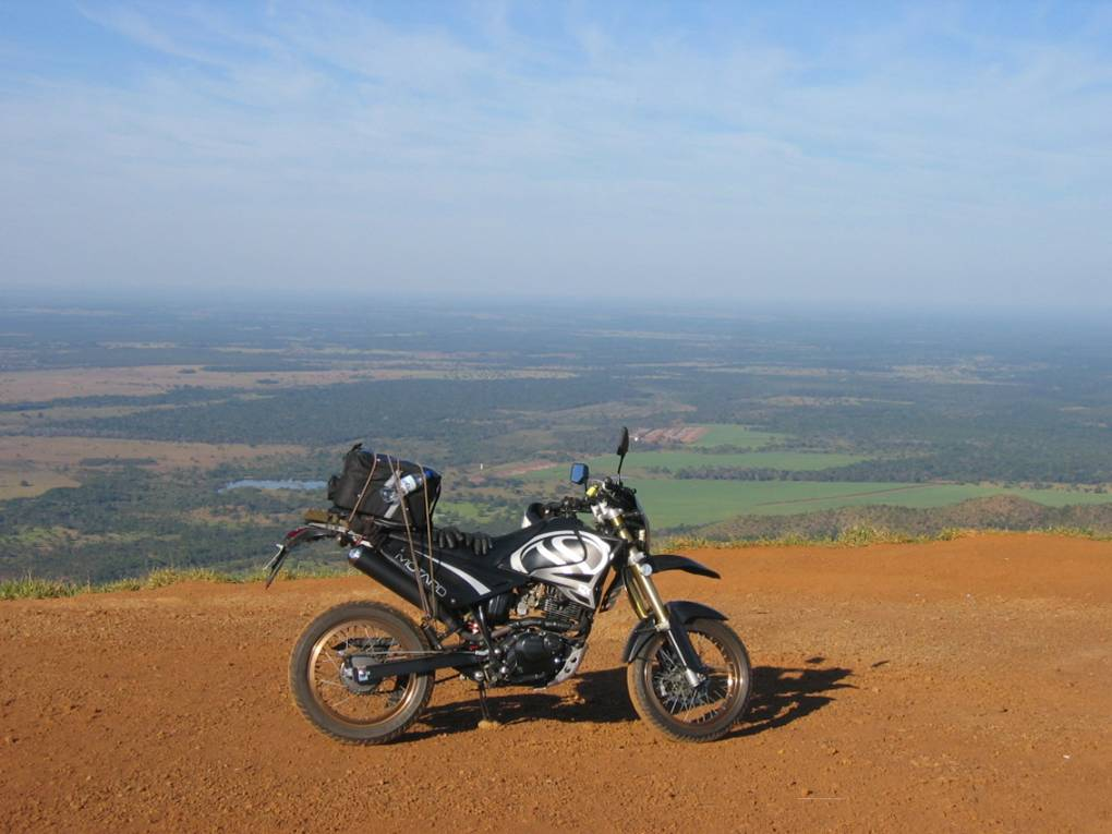 Magnificent view: the wide horizon, free from polution, to be appreciated with no hurry from the Chapada dos Guimarães - MT lookout.