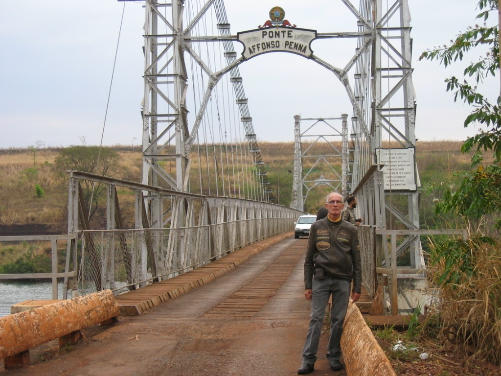 Here I am posing for this photo on the Afonso Pena bridge, Itumbiara - GO, State border between Goiás and  Minas Gerais.