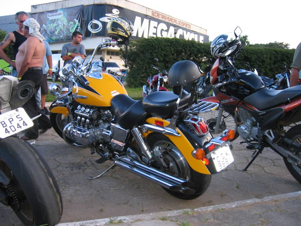 "This is an authentic ""six gun"". Honda Valkyrie, Flat-Six."