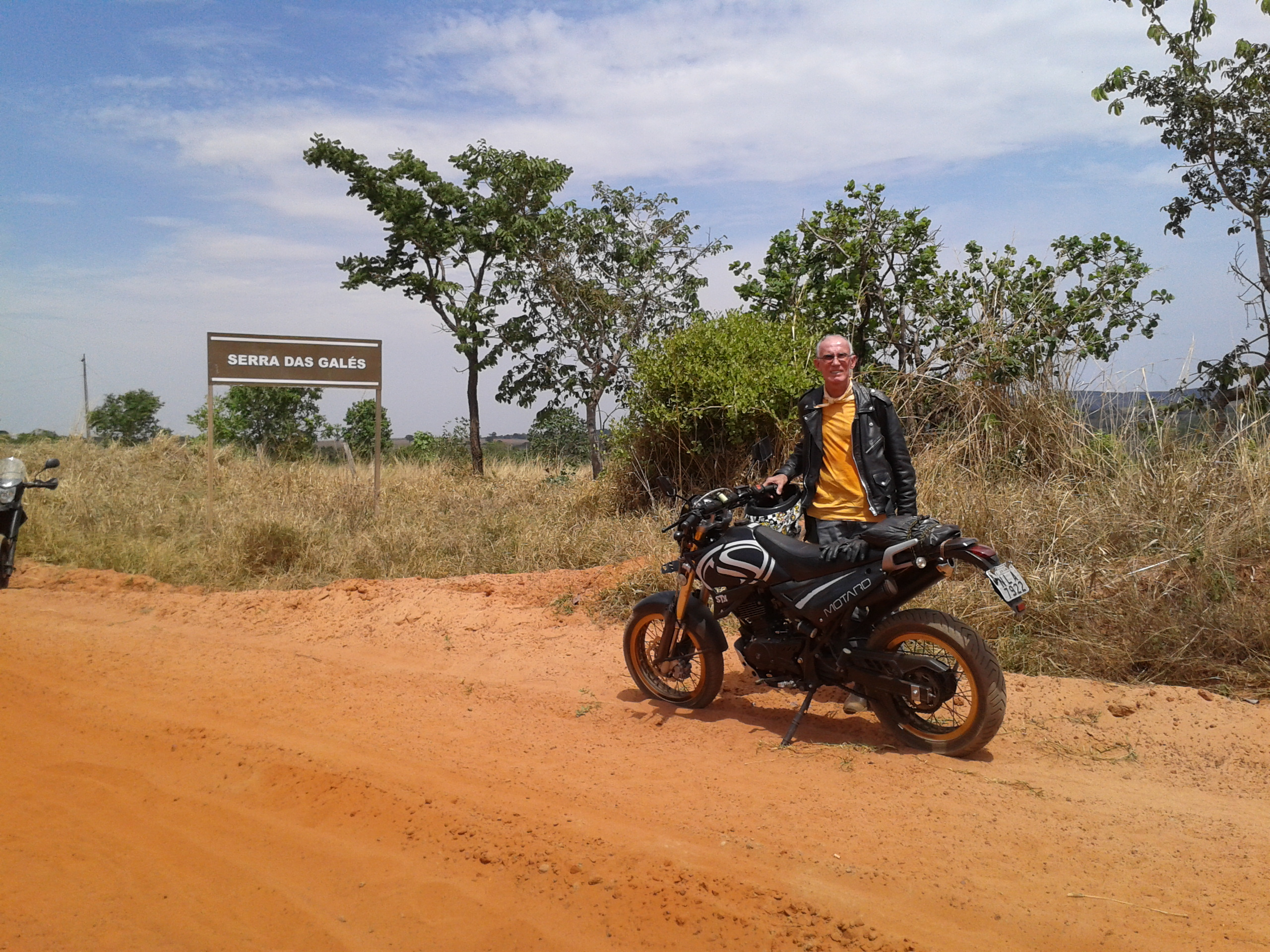 Arriving at the entrance of Serra das Galés Sunday morning, the 11th of October, 2015. Paraúna - GO- BRAZIL.