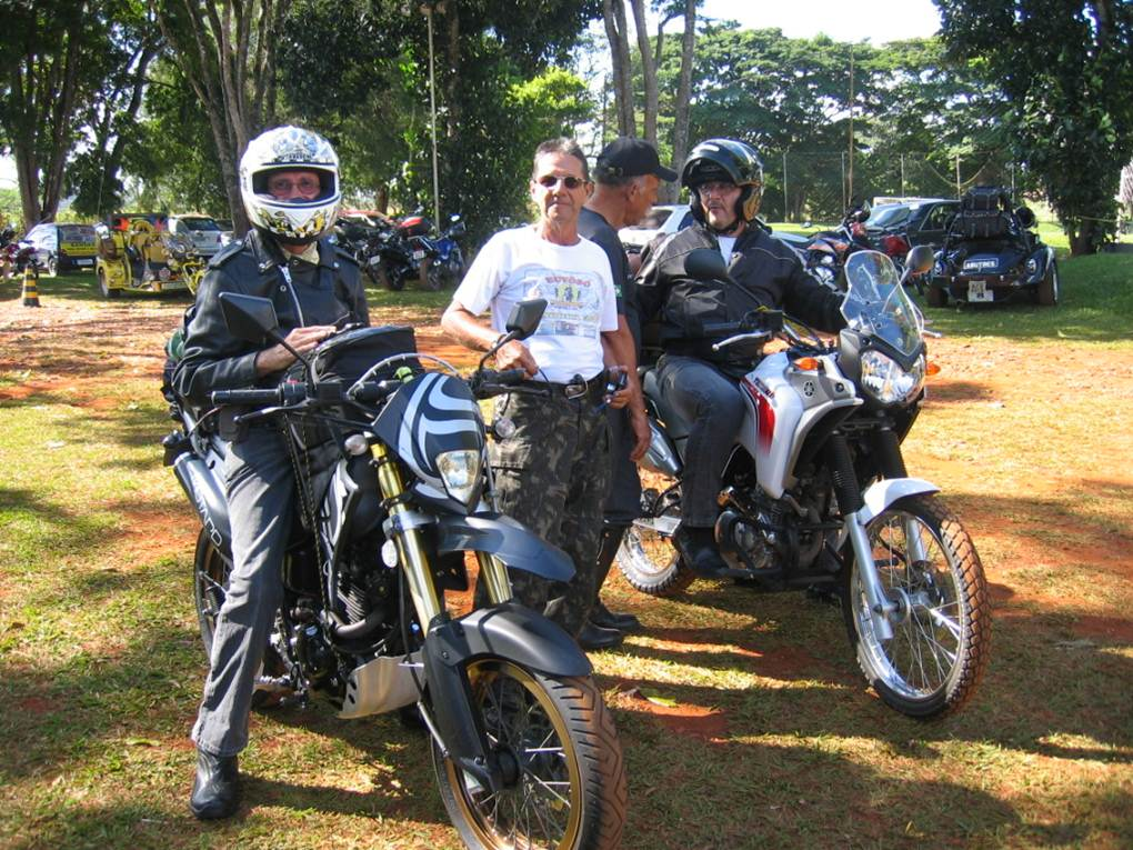 From left: me and my Sundown STX Motard, Mauro Gomes standing up, and Renato Ferreira (Rota Zen) with Yamaha Ténéré 250cc.