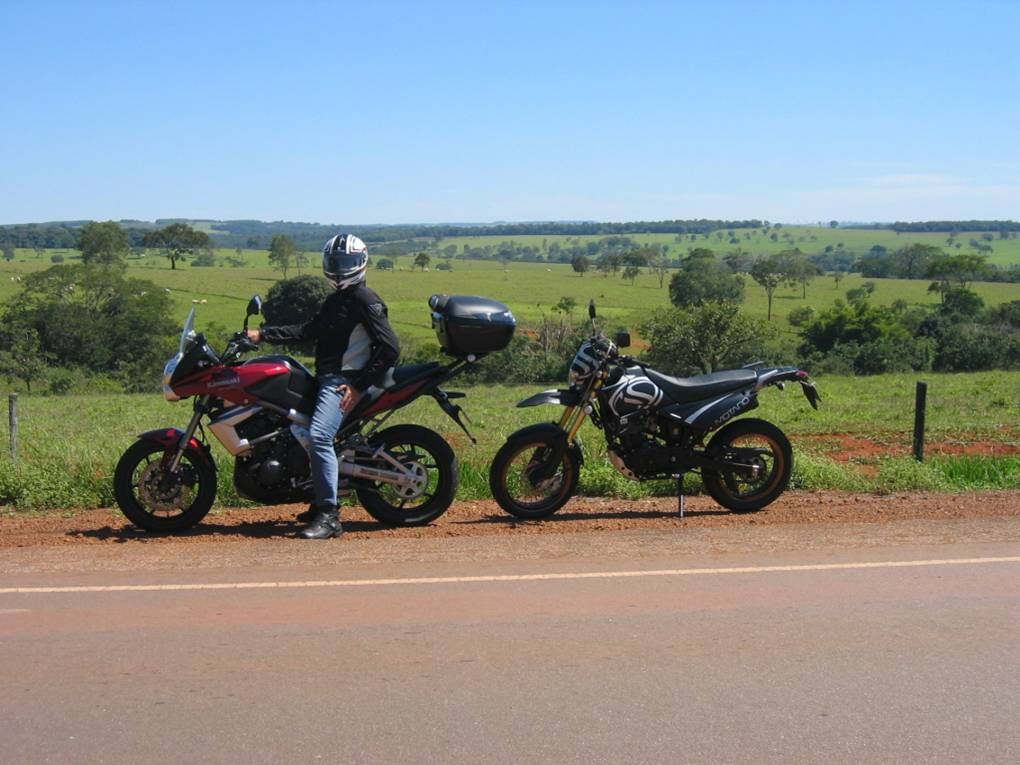 My brother Irom and his Kawasaki Versys and my STX Motard by the roadside of the road linking Nerópolis - GO to Anápolis - GO.