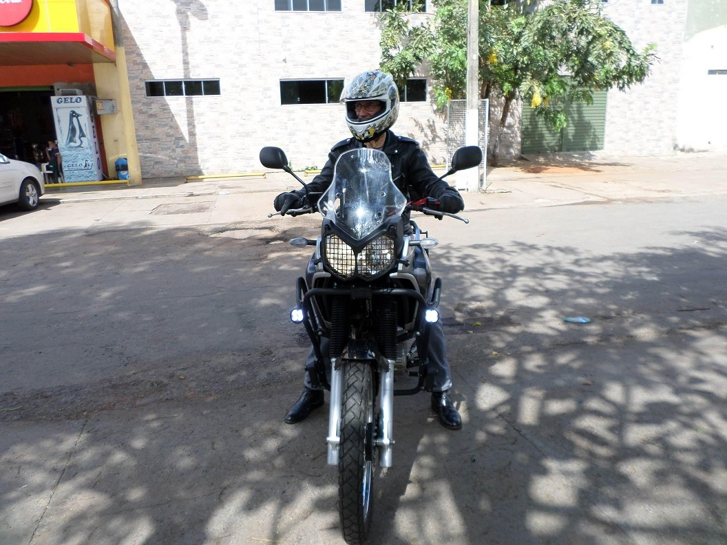 My Yamaha XTZ 250 Ténéré Blueflex 2017 with the auxiliary LED lights set on.