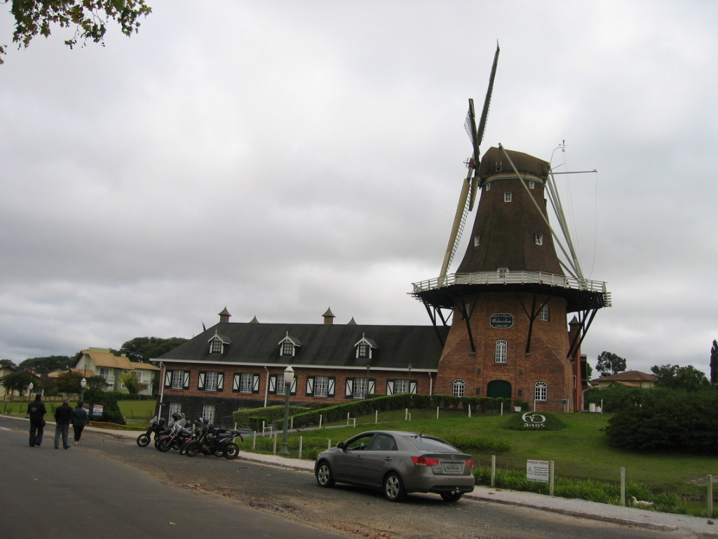 Windmill to mark the 60th anniversary (at 2001) of the Dutch immigration to the region of Castro - PR at Castrolanda - PR.