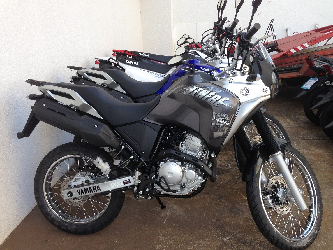 My Yamaha Téneré 250 immediately after being taken off the crate and assembled; at the patio of Belcar Yamaha in Goiânia - GO.